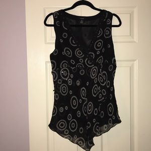 Silk sleeveless blouse with sequins.